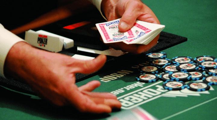Reglas del póker: El dealer