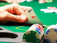 Estrategia de póker: Cómo hacer frente a un raiser preflop en las primeras posiciones