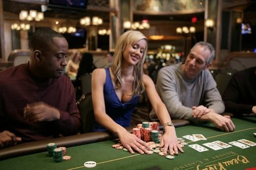 Jugando al strip poker - 2 6